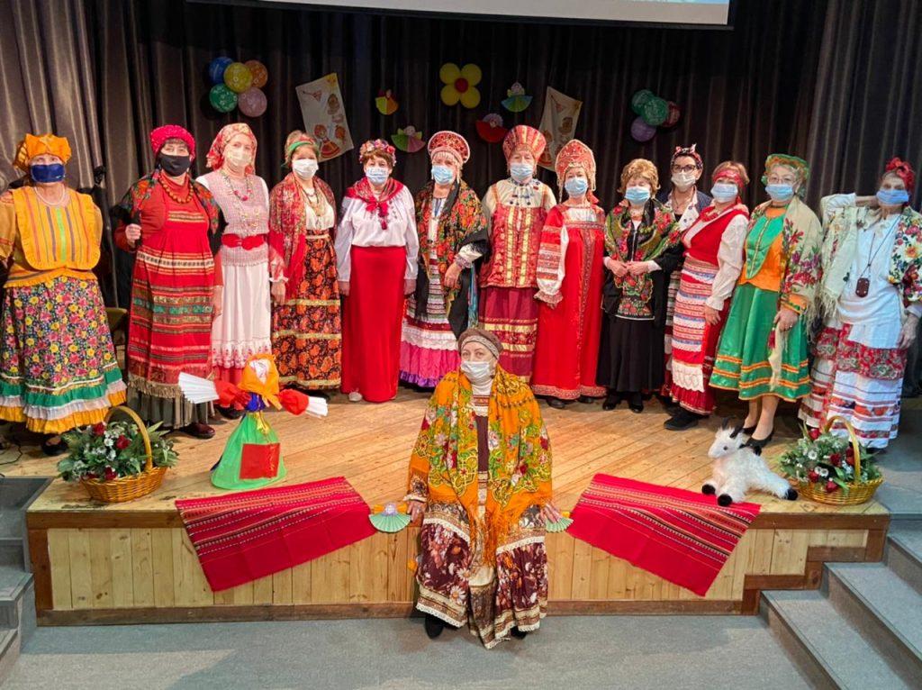 Участницы хорового коллектива «Басманочка» подготовили праздничную концертную программу ко дню рождения ансамбля. Ему исполнится восемь лет. Фото: УСЗН ЦАО