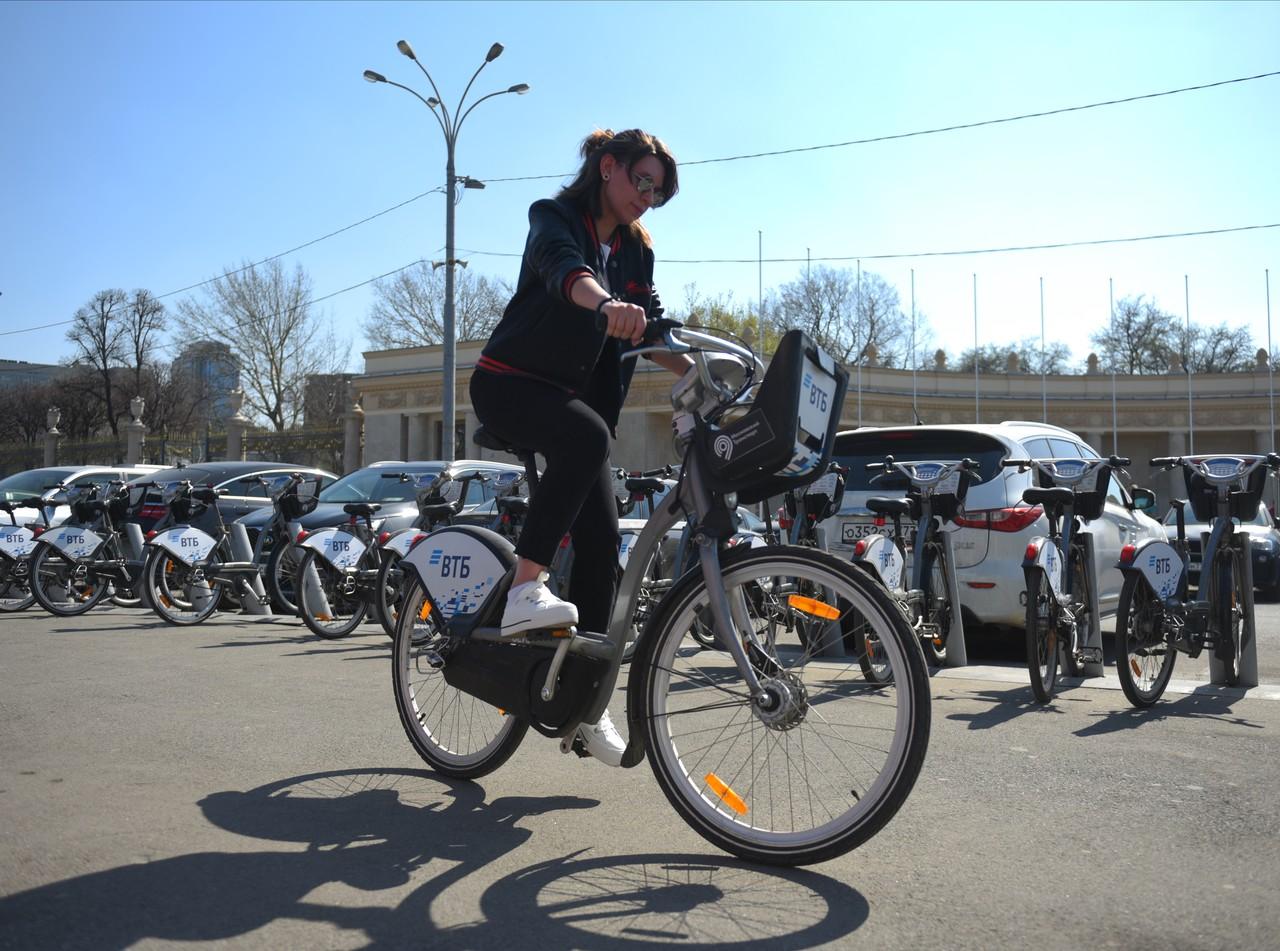 Станции проката велосипедов откроются со вторника. Фото: Александр Кожохин