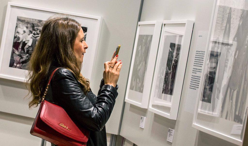 Выставку современного искусства открыли на станциях метро в центре столицы