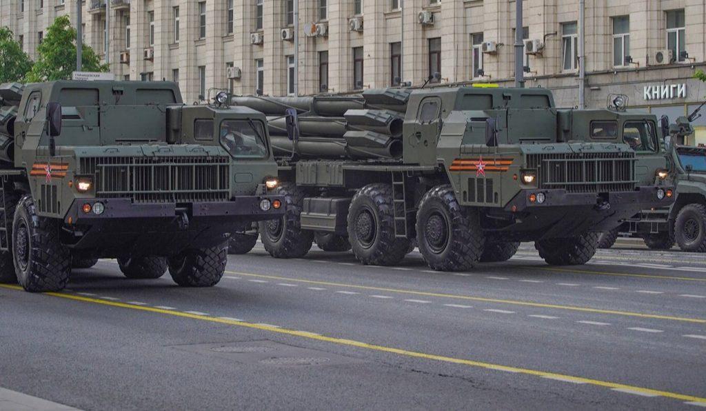 Подготовка к параду Победы: на Тверской улице начали наносить временную разметку для военной техники