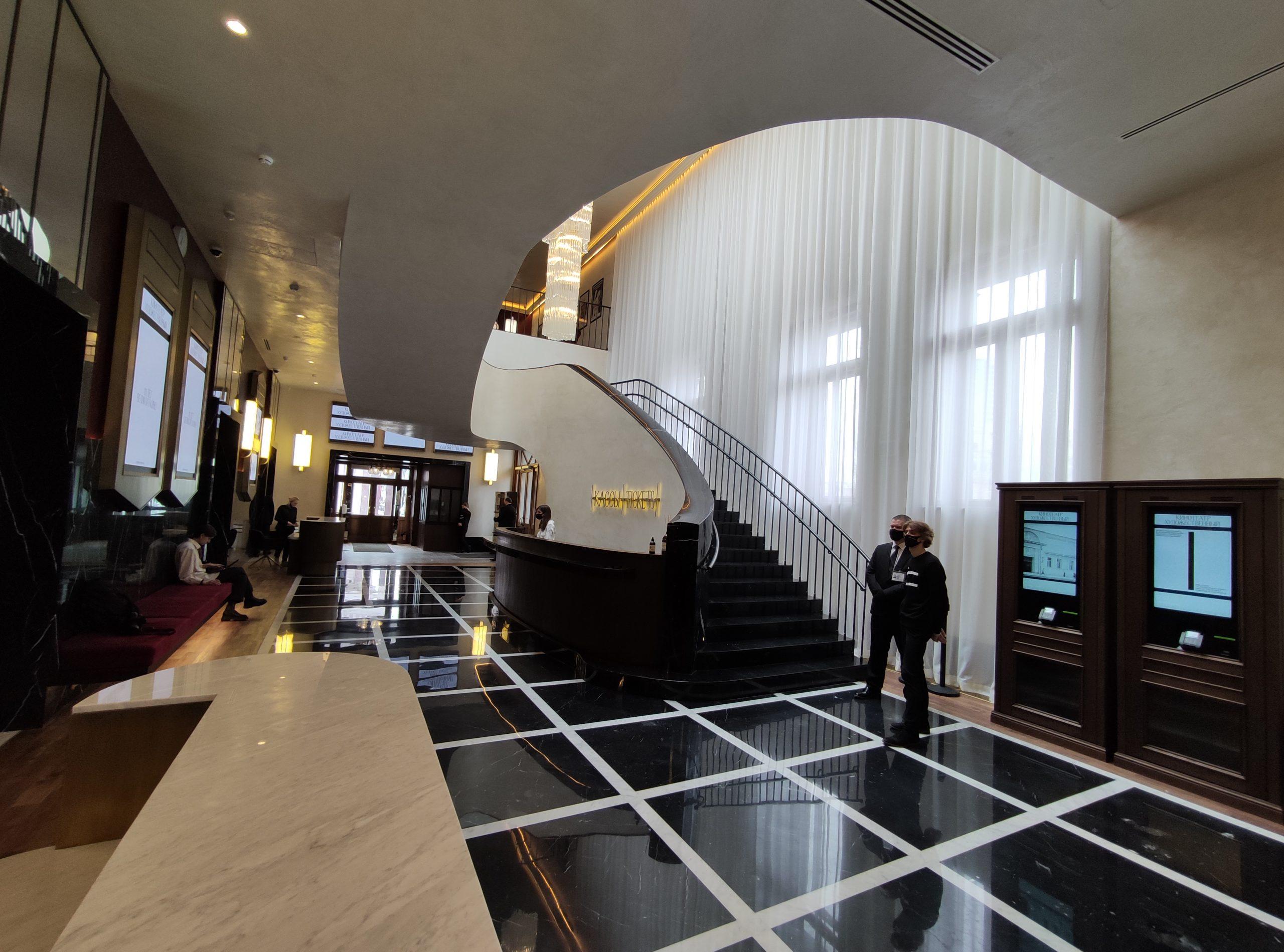 2 апреля 2021 года. Холл «Художественного» после ремонта