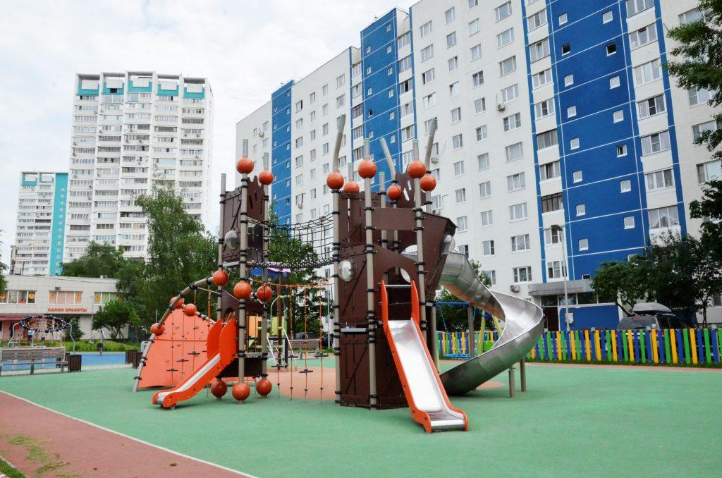 Детский городок и сквер появились на месте объекта самостроя в Коптеве