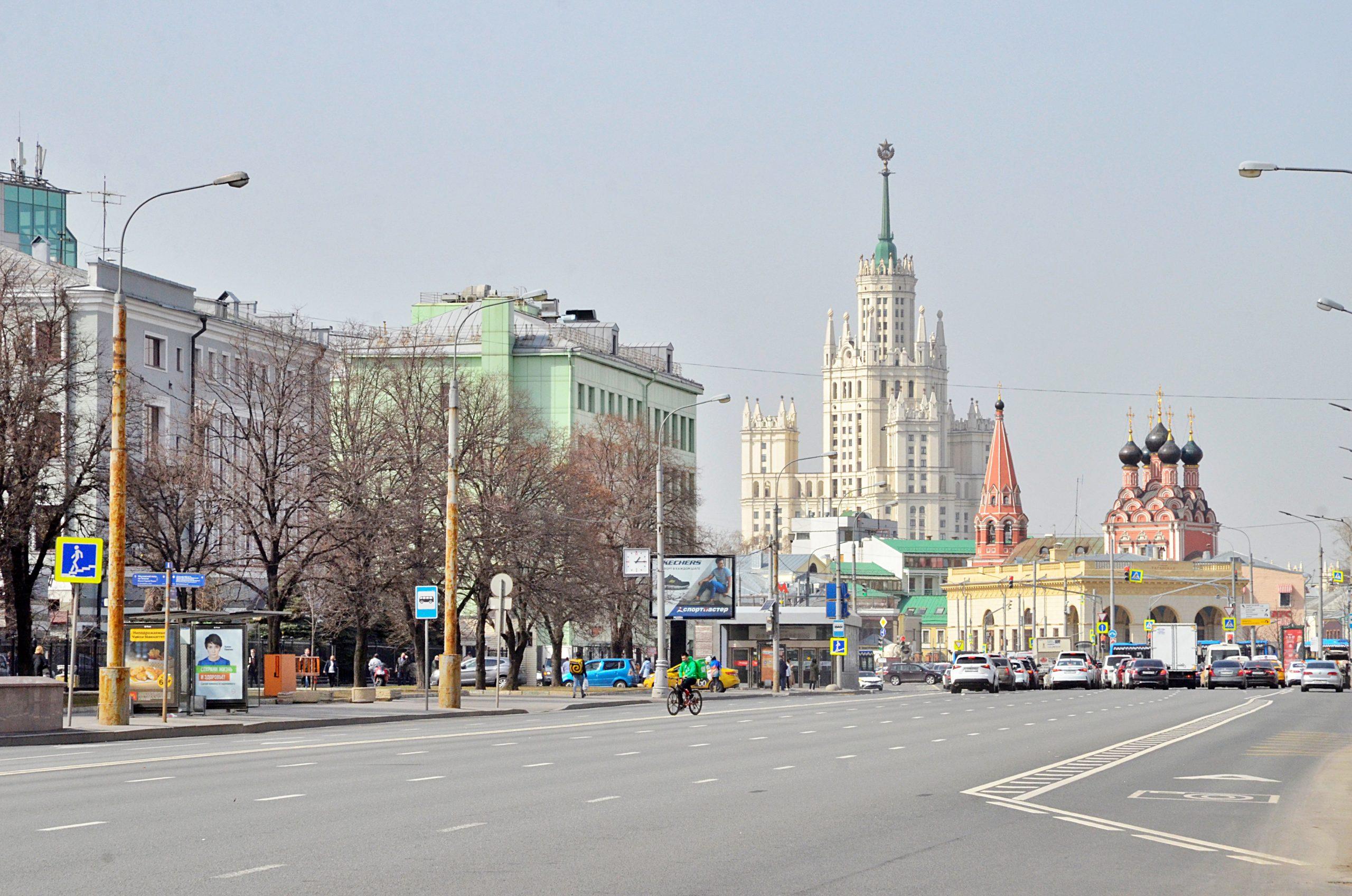 В Москве усилят контроль за ношением масок и перчаток. Фото: Анна Быкова