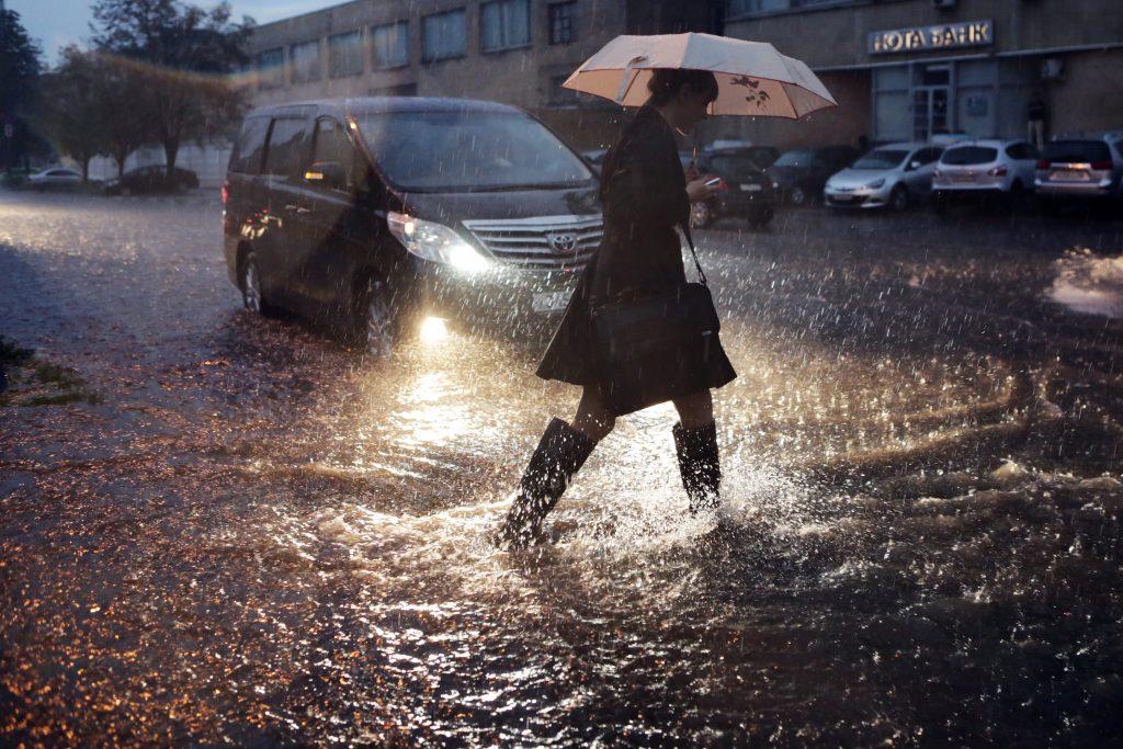 Спасатели напугали москвичей грозой с дождем до 1 мая