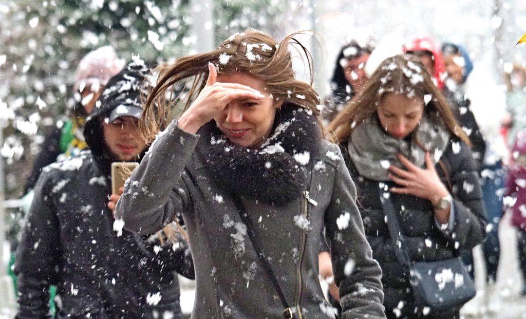Москвичей напугали опасным ветром и снегом в четверг