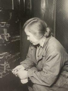 Александра Устинова на работе, 1950 год. Фото взято из личного архива
