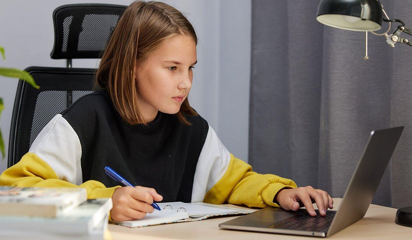 Салют Победы и рюкзачок с картошкой: онлайн-программу подготовили в детской библиотеке. Фото: сайт мэра Москвы