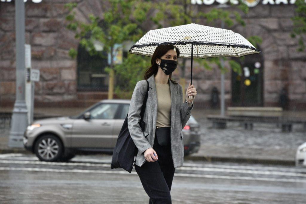 Москвичей предупредили о прохладной погоде до конца мая