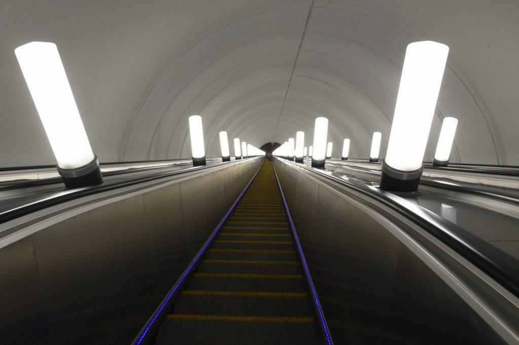 Четыре эскалатора установят на станции «Рижская» БКЛ