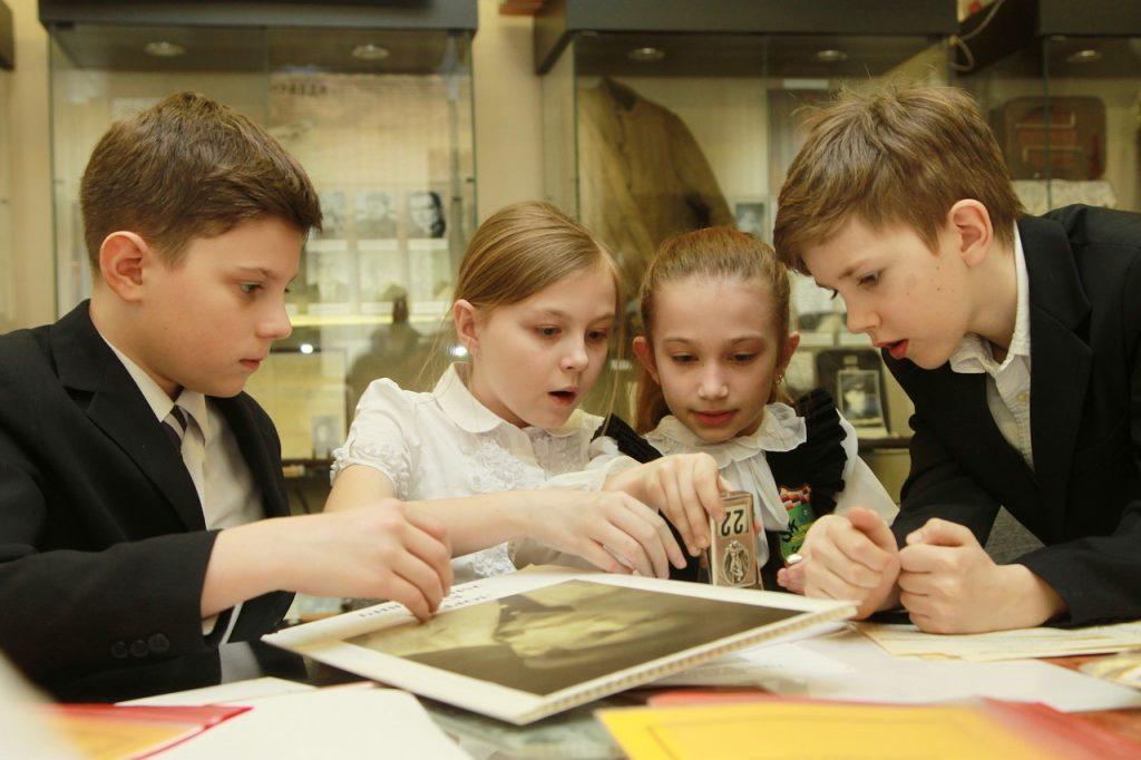 Школьников смогут прочесть военные отрывки. Фото: Наталья Нечаева, «Вечерняя Москва»