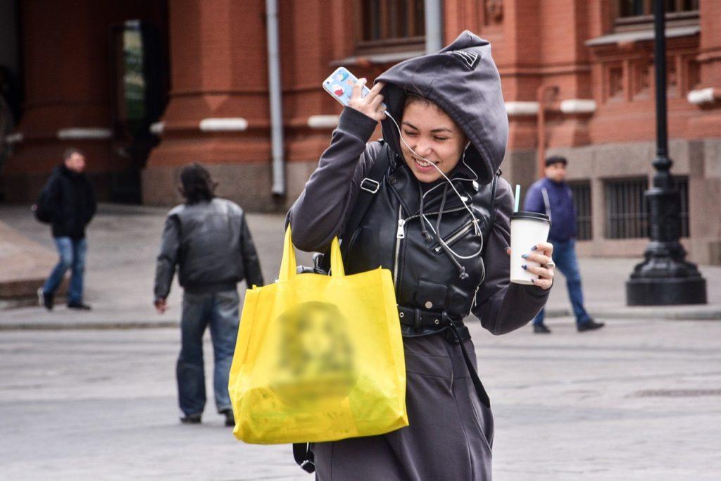 Синоптики предупредили москвичей о порывистом ветре в выходные