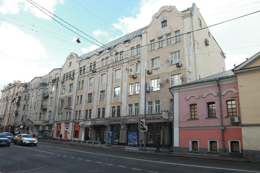 Москвичи прогулялись по интересным местам Басманного района с работниками библиотеки имени Антона Дельвига