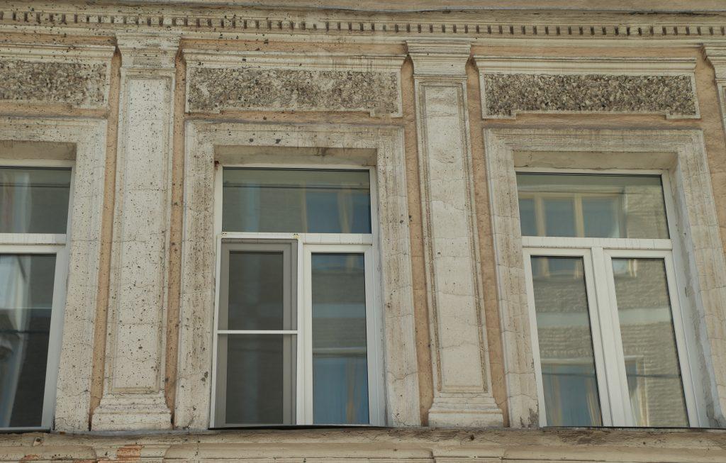 Ремонт в подъездах завершили по трем адресам в Мещанском районе