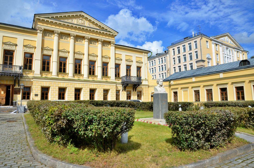 Весенние мотивы: концерт «Майская элегия» состоялся в Пушкинской библиотеке