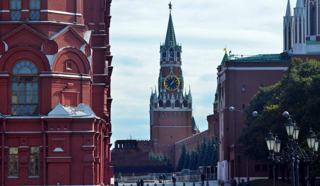 Выход с территории Московского Кремля временно ограничат в выходные