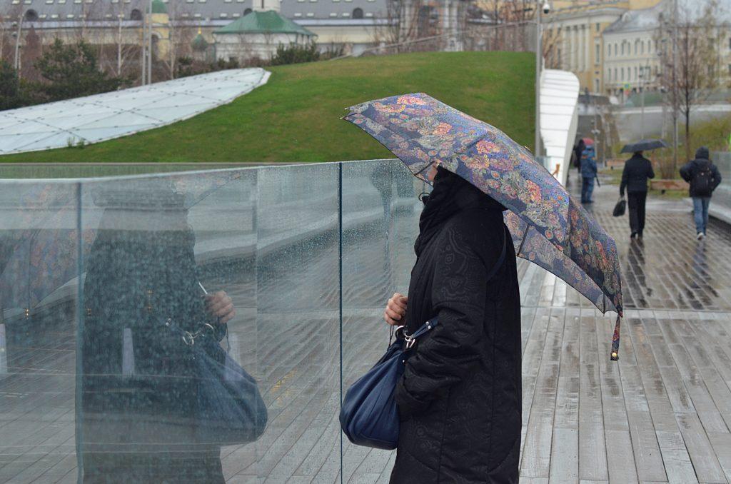 Москвичей в субботу ожидают местами кратковременные дожди и облачная погода