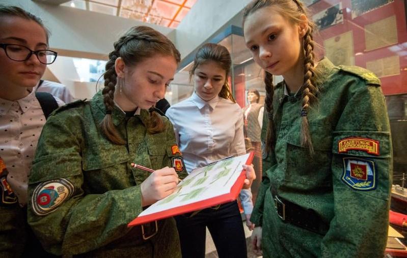 Патриотический флешмоб «Лучшая сотня» организовали в школах Москвы