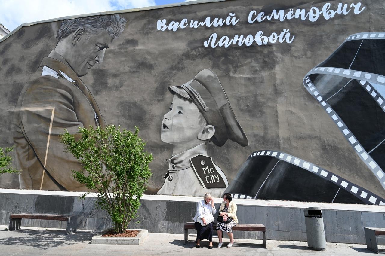 На стене дома№ 1/5 на улице Александра Солженицына нанесли мурал в рамках акции «Граффити Победы». Фото: Артем Соболев, «Вечерняя Москва»