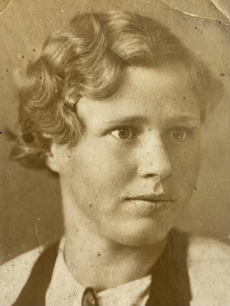 Устинова Александра Васильевна, 1940 год. Фото взято из личного архива