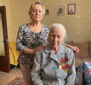 Александра Устинова с дочерью Валентиной. Фото: Станислава Добровинская