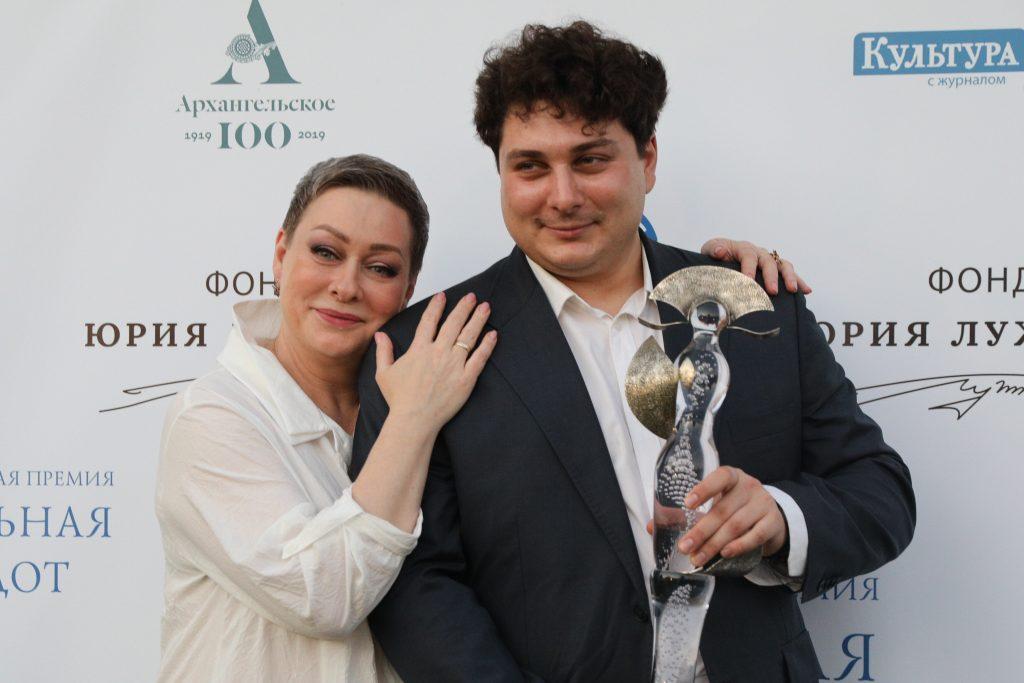 Отечественных артистов наградили театральной премией