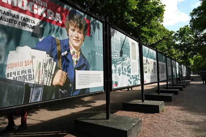 Друг, который всегда рядом: фотовыставка к столетию газеты «Вечерняя Москва» открылась на Гоголевском бульваре