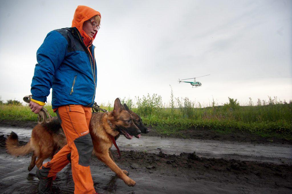 На поиски пропавших детей отправляются волонтеры отряда «ЛизаАлерт». Фото: Александр Сайганов