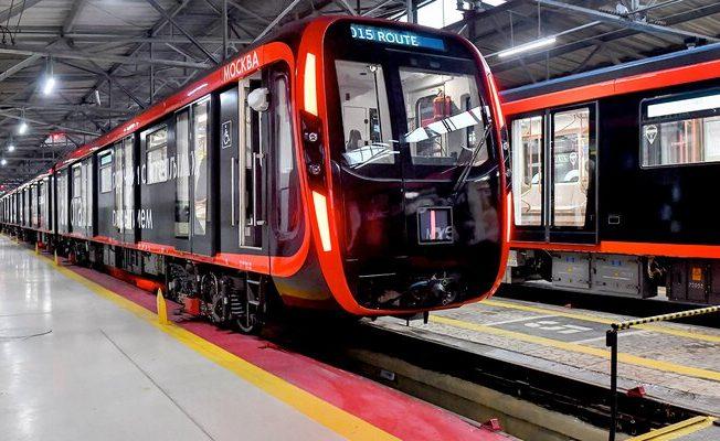 Более 30 поездов нового типа прошли по кольцевым станциям подземки центра Москвы с начала года