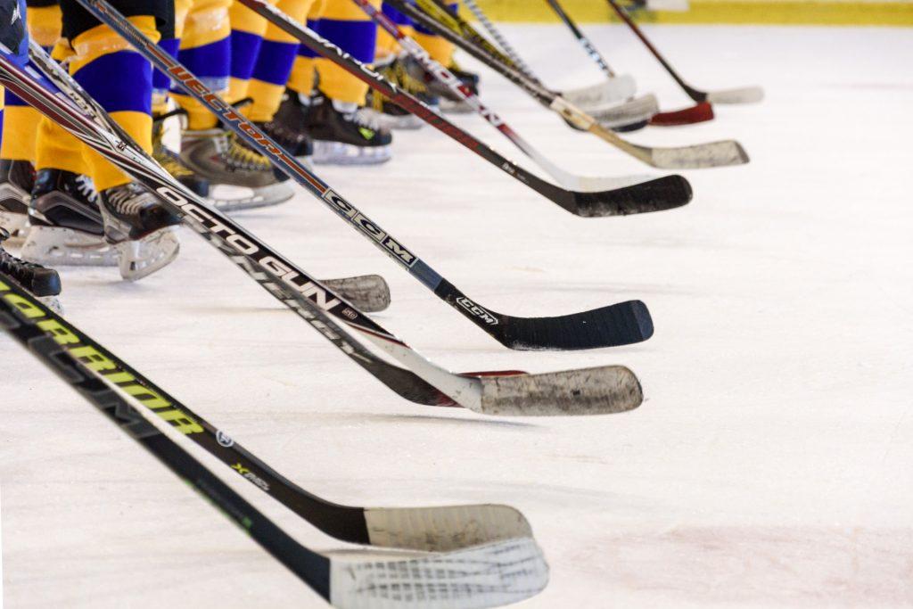 Вперед к победе: хоккеисты «Плехановки» сыграют в финале лиги со студентами из «Бауманки»