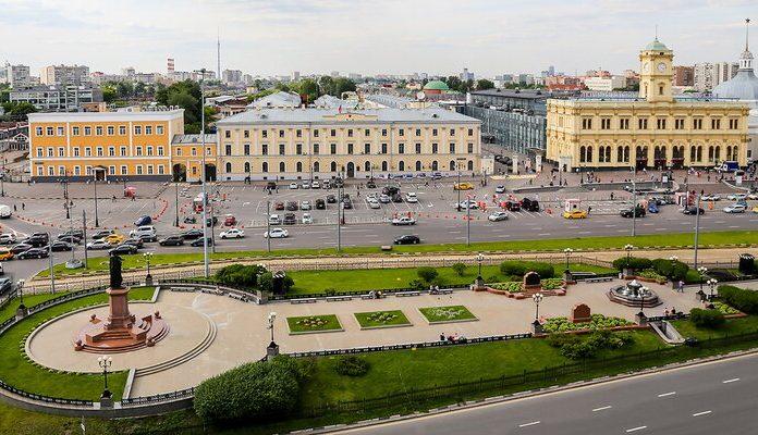 Порядок парковки у вокзалов на Комсомольской площади изменили