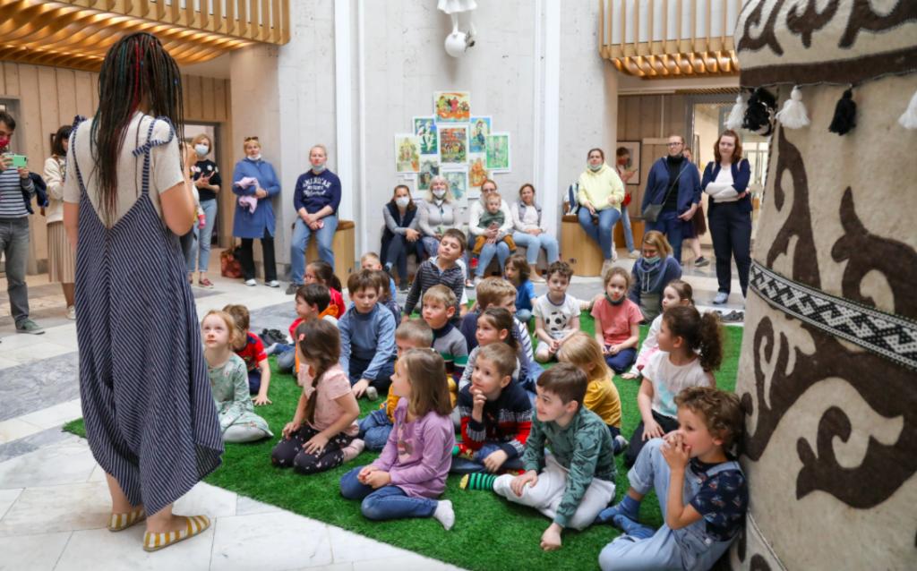 Литературная программа: День защиты детей отметили в библиотеке района Якиманка