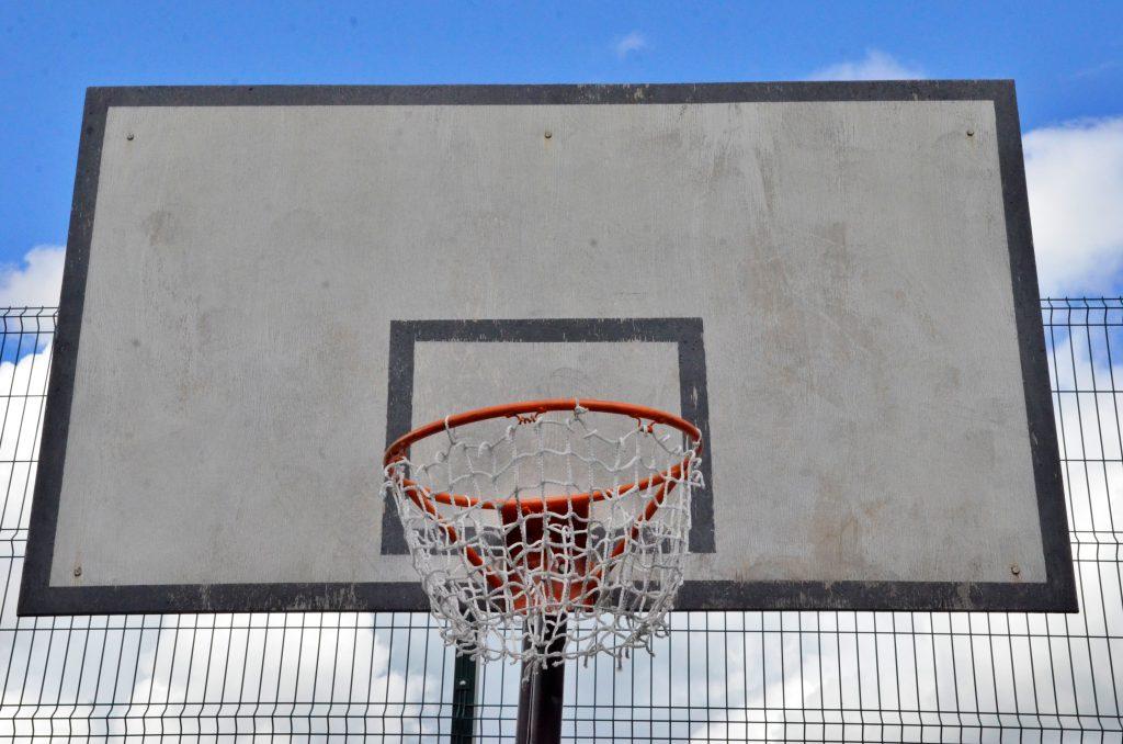 Спортивную площадку обновят на улице Большая Полянка