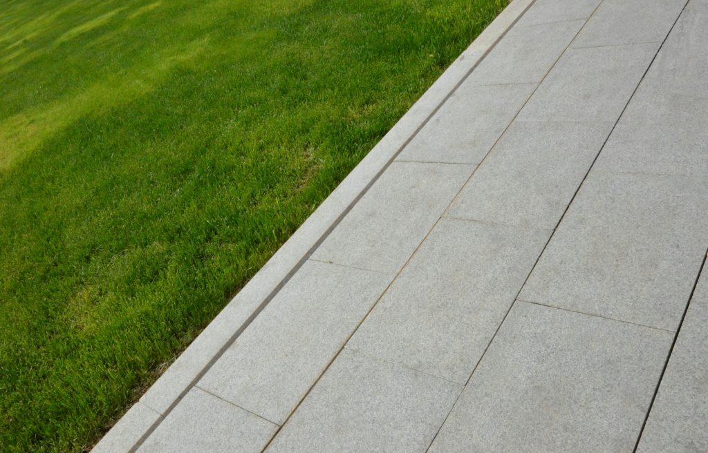 Плиточное покрытие и бордюрный камень заменили в Замоскворечье. Фото: Анна Быкова