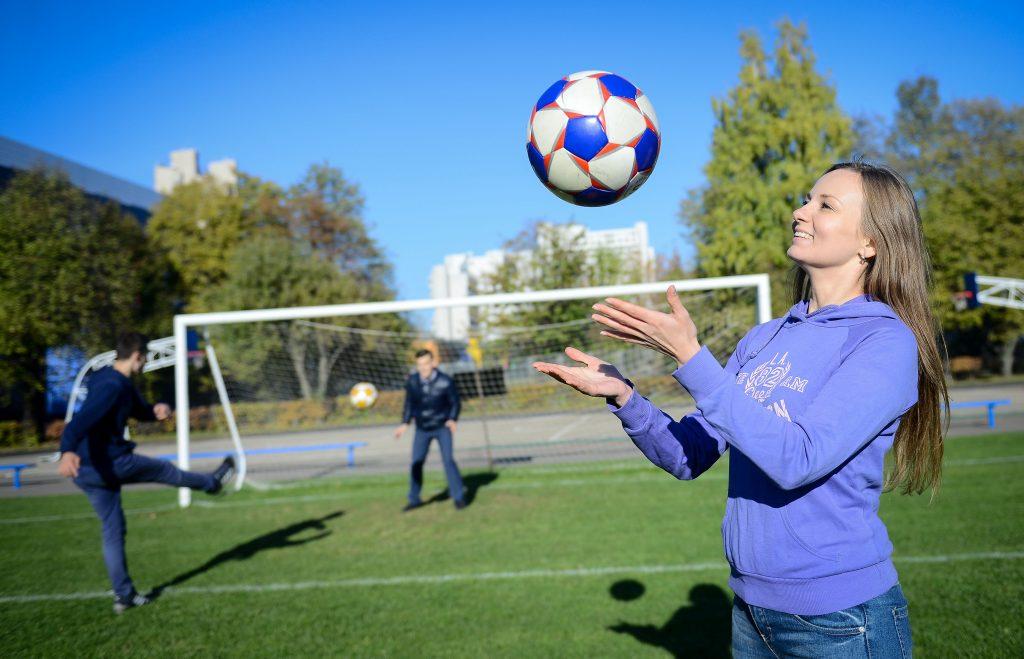 Жители Москвы получат еще два футбольных поля в этом году
