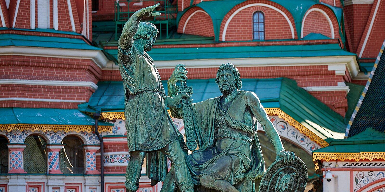 Памятник Минину и Пожарскому в Тверском районе демонтируют для реставрации. Фото: сайт мэра Москвы