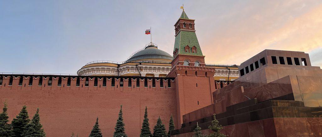 Мавзолей и некрополь у Кремлевской стены закроют на день