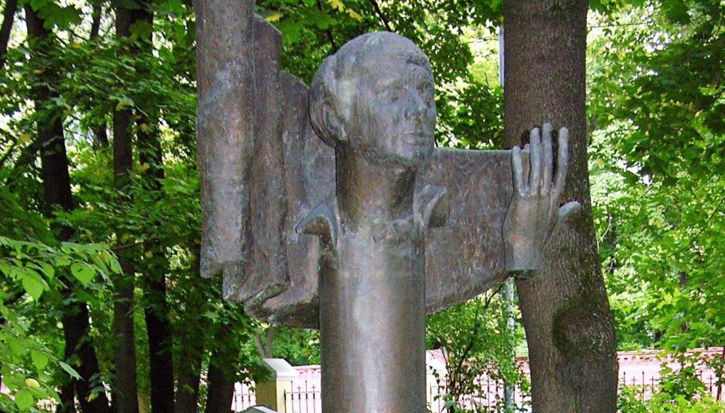 Памятник режиссеру Юрию Завадскому на Ваганьковском кладбище отреставрируют. Фото: сайт мэра Москвы