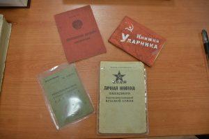 В экспозиции хранятся удостоверения и личные книжки ветеранов