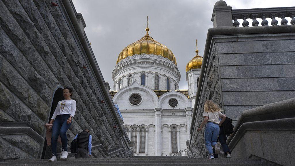 Исторический крестный ход с мощами Александра Невского завершился в храме Христа Спасителя