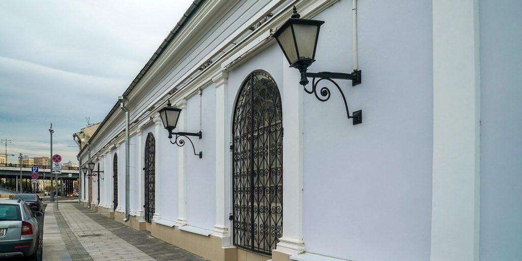Семь фасадов отремонтировали на острове Балчуг в рамках благоустройства