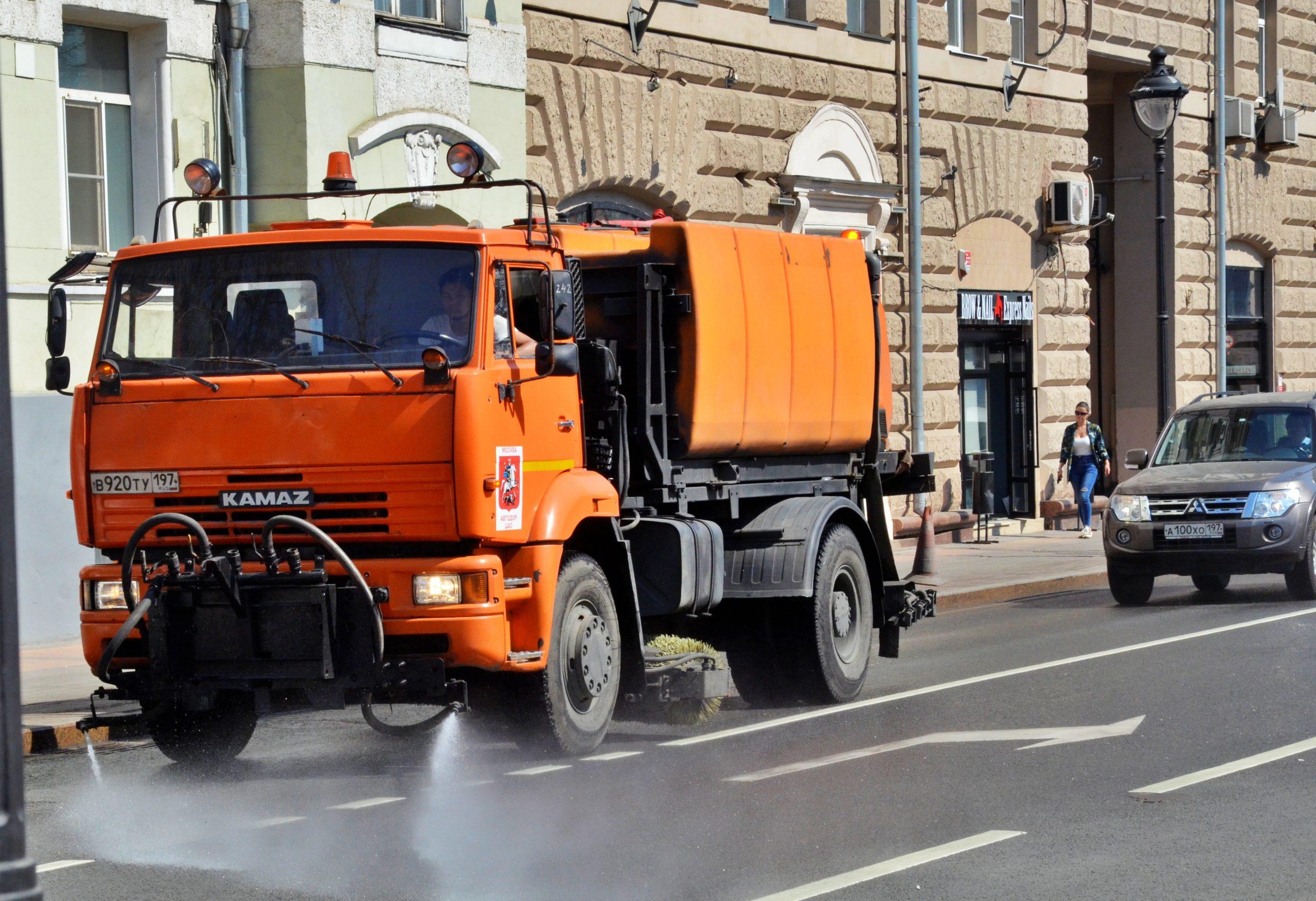 Уборочную технику Москвы приготовили к коммунальному осенне-зимнему периоду. Фото: Анна Быкова