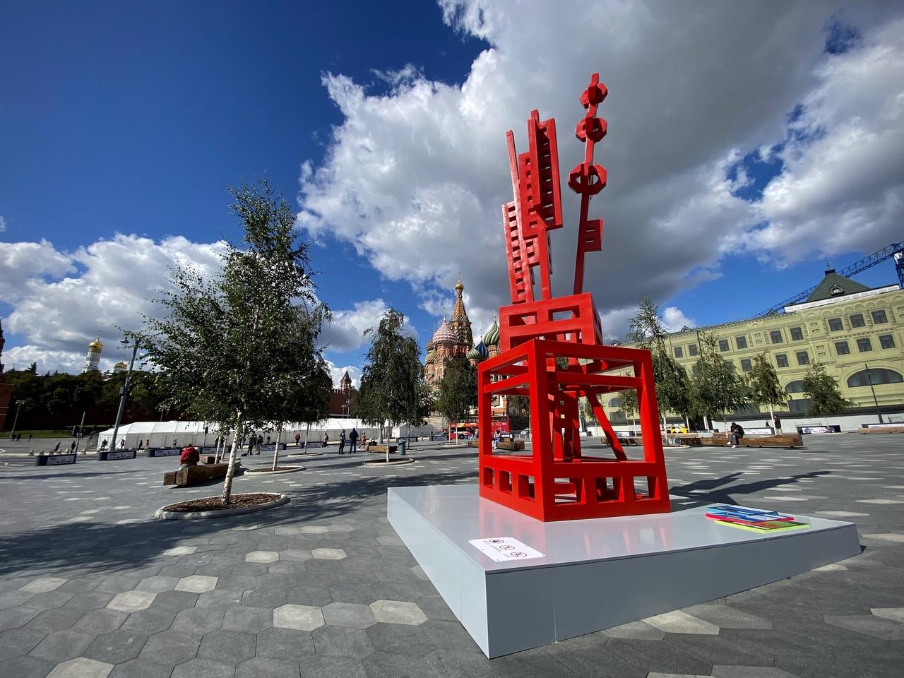 Скульптуру «Ваза с цветами» установили в Тверском районе. Фото с официальной странице парка «Зарядье» в социальных сетях