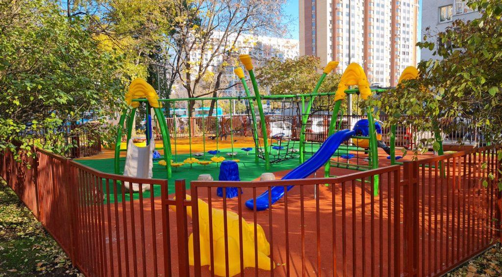 Новые детские и спортивные площадки установили в Таганском районе
