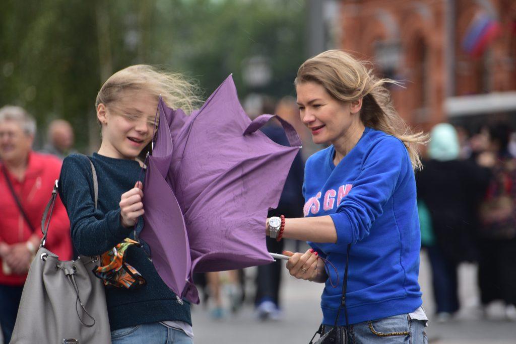 Сильный ветер будут ощущать жители Москвы до вечера пятницы