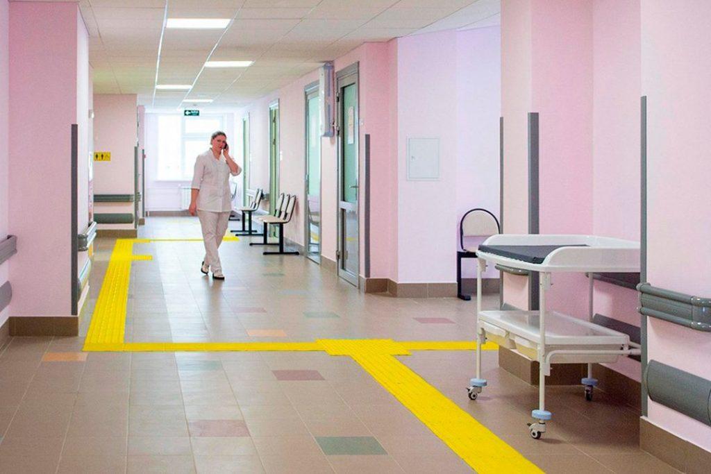 Более 11 тысяч раз ежедневно администраторы оказывают помощь посетителям поликлиник