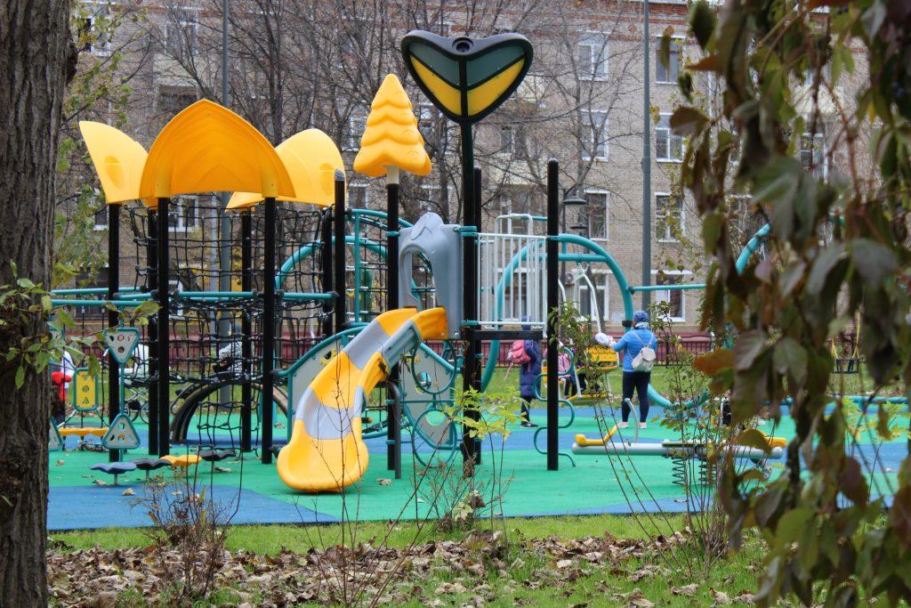 Скейт-парк, зона для тихого отдыха и детская площадка: при благоустройстве сквера на Средней Калитниковской улице реализованы все пожелания жителей района