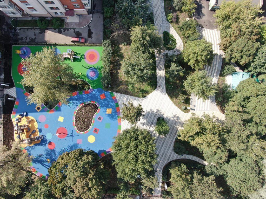 В центре Москвы завершено благоустройство Михайловского сада